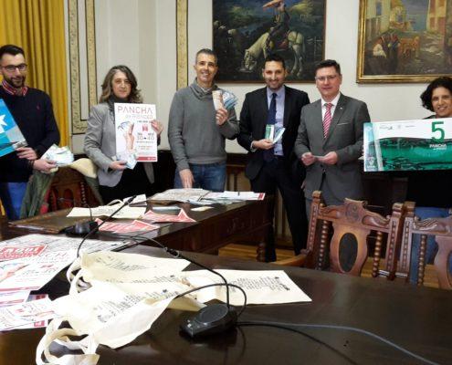 """Ribadeo presenta su moneda """"pancha"""" con la que se podrá comprar en el pequeño comercio local durante un mes"""