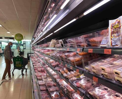 Terror en el supermercado: quejas por la disparidad de restricciones